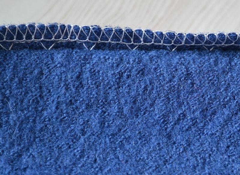 Потайной стежок захватывает одно, два волокна ткани