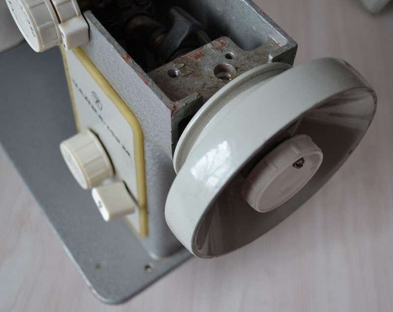 Маховое колесо швейной машины Чайка