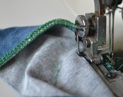 Подгибка трикотажной ткани на оверлоке