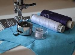 Как заправить шпульку в швейную машину