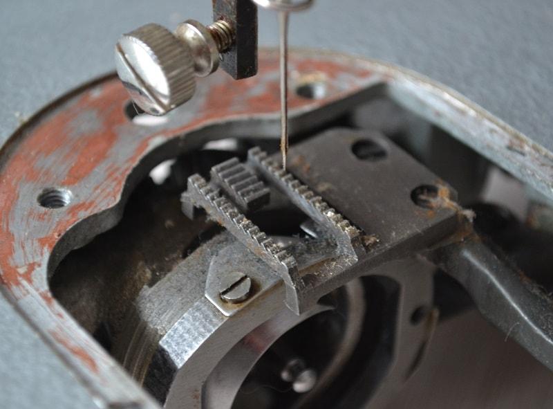 Настройка и регулировка узла продвижения ткани швейных машин