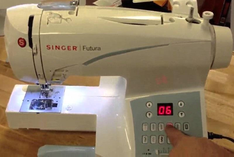 Швейно-вышивальная машина фирмы Зингер