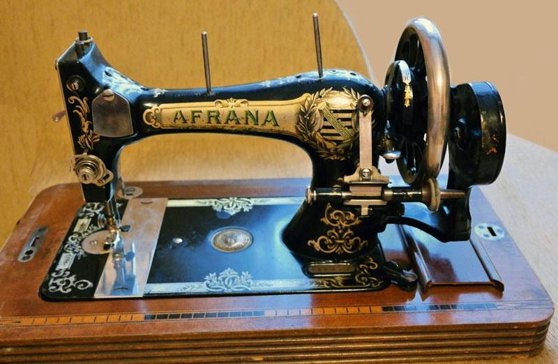 фото машинок швейных