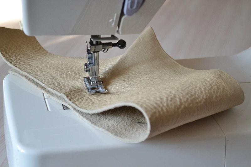 Грубые ткани и кожу шьют не все машины