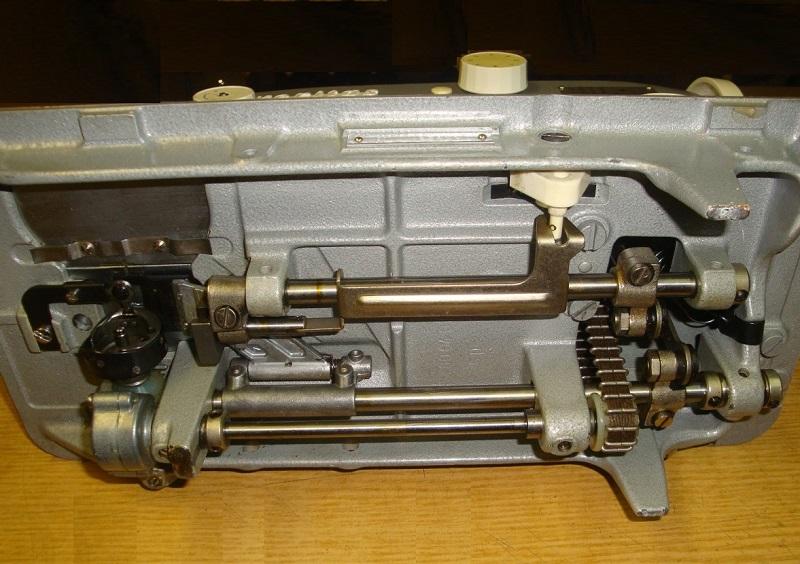 Челнок старой модели швейной машины Веритас
