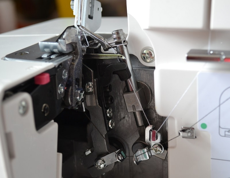 Заправка нитки в петлители коверлока