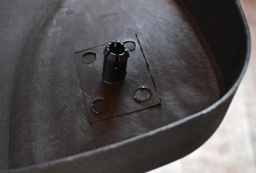 Крепление кожуха спинки офисного кресла