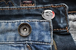 Установка кнопок, блочек на одежду