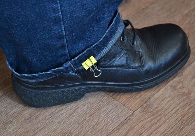 Длина подгибки джинсов корректируется по обуви