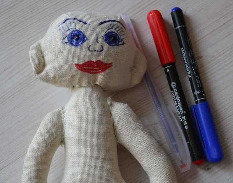Как нарисовать лицо куклы с помощью маркеров