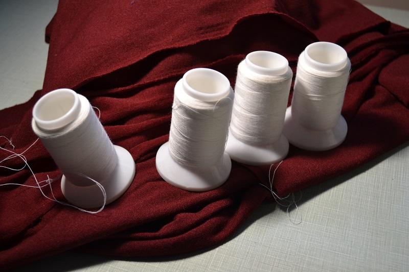 Синтетические нитки для трикотажной строчки