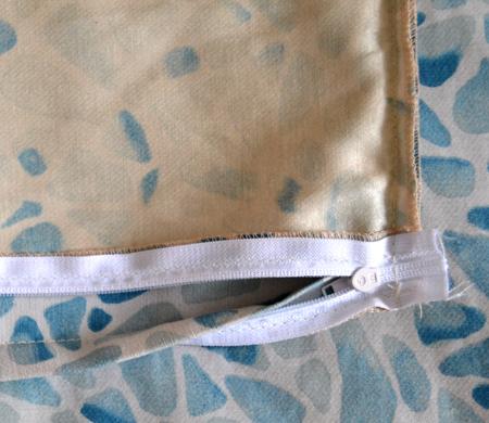 Как вставить молнию в чехол подушки