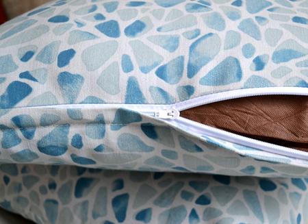 Как сшить подушку с молнией