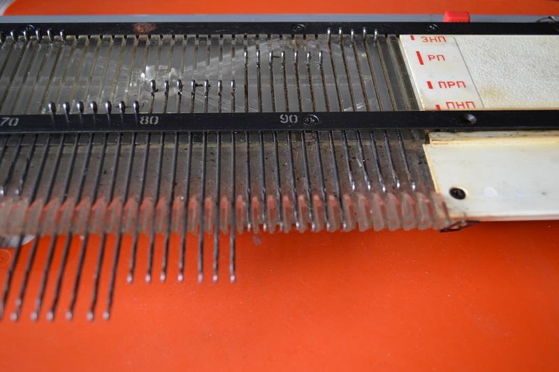 Позиции язычковых игл на игольнице машинки