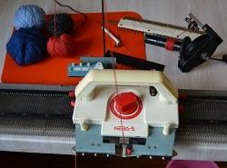 Подготовка к работе вязальной машины